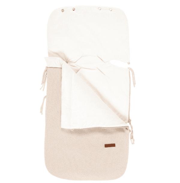 Vauvan lämpöpussi on loistava valinta perheelle, joka autoilee paljon ja kätevä silloin, kun vauva nukkuu päiväunia myös vaunuissa. Tämän makuupussin suurin hyöty on se, ettei vauvaa tarvitse pukea ja riisua ulkovaatteista jatkuvasti. Makuupussi toimii lämpöpussina ja pehmikkeenä vaunuissa/ rattaissa sekä autoon kiinnitettävässä turvakaukalossa. Vaunupussissa on aukot myös viispistevaljaille ja se sopii lähes kaikkiin turvakaukaloihin ja rattaisiin.Myös Autoliitto suosittelee lämpöpussin käyttöä turvakaukalossa toppavaatteiden sijaan, näin saat valjaat kiinni turvallisemmin lähelle vauvaa.