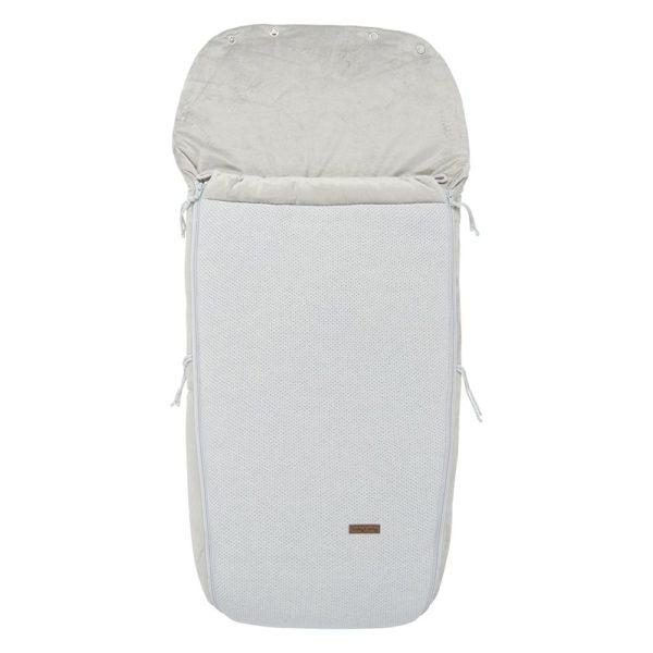 Baby's Only iso lämpöpussi rattaisiin Baby's Onlyn isompikokoinen lämpöpussi on loistava valinta perheelle, joka ulkoilee paljon rattailla ja pussi on erityisen kätevä silloin, kun lapsi nukkuu päiväunia ulkona. Tämän makuupussin suurin hyöty on se, että rattaissa istuva lapsi pysyy varmasti lämpimänä koko lenkin aikana, talvellakin. Muhkeavuorinen makuupussi toimii sekä lämpöpussina että pehmikkeenä rattaissa. Lämpöpussissa on aukot viispistevaljaille ja se sopii kaikkiin rattaisiin. Jos lenkillä poiketaan sisätiloihin, voi lämpöpussin vetoketjut avata kätevästi, eikä lapselle tule kuuma.