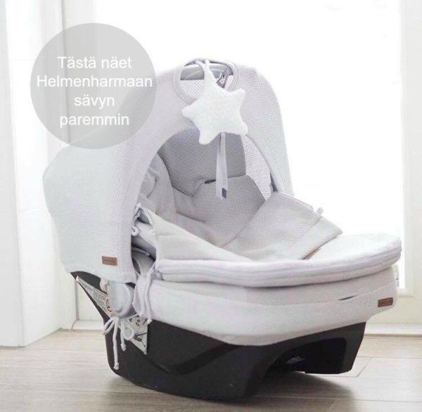 Baby's Only lämpöpussi on todellinen vauva-arjen helpottaja syksyllä, talvella ja keväällä! Vauvan kaukaloon on saatavilla myös lämpöpussin kanssa yhteensopiva turvakaukalosetti (kuomu & päällinen) ja pieni koristetähti. TAKUU! Noin joka toinen asiakkaamme on ostanut tämän tuotteen. Se on myös bloggaajien suosikki. Jos kuitenkin toteat kokeiltuasi, että lämpöpussi ei sovi teidän perheenne tarpeisiin, saat palauttaa lämpöpussisi meille 30 päivän testauksen jälkeen!