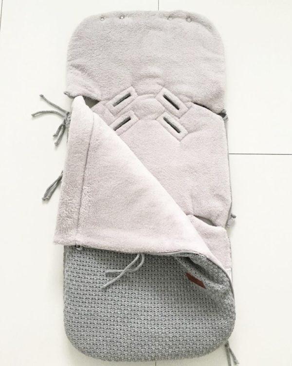 Vauvan makuupussissa on lämmin vuori, jonka vuoksi esimerkiksi kauppaan mennessä vauvalle ei tarvitse pukea ulkovaatteita lainkaan. Vauva laitetaan turvakaukaloon sisävaatteissa, pipossa ja tarvittaessa käsiin voi laittaa lapaset. Kaupassa pussin vetoketjun voi kätevästi avata, ettei vauvalle tule kauppareissun aikana kuuma. Esimerkiksi merinovillaiset vaatteet ovat täydellinen valinta lämpöpussin sisällä käytettäväksi.