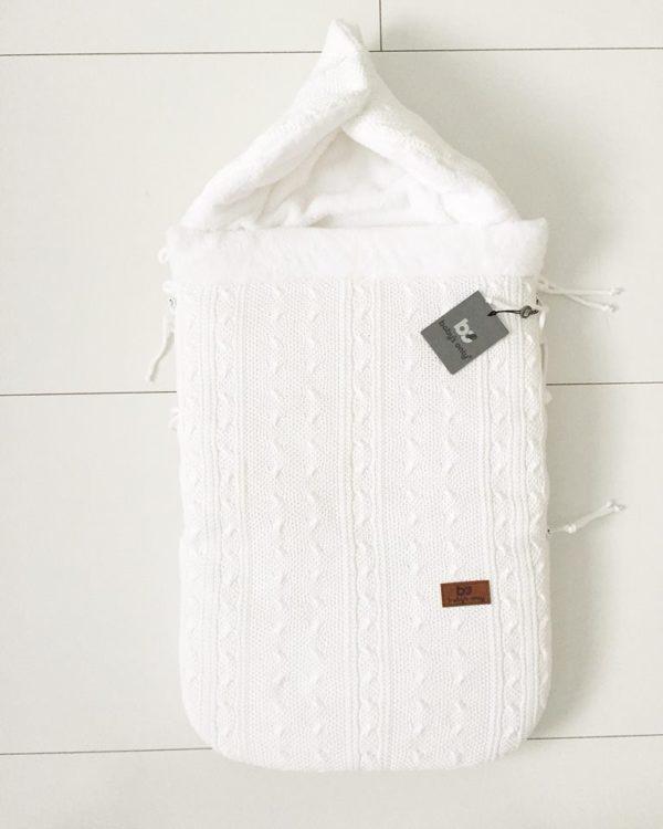 Vauvan makuupussissa on lämmin vuori, jonka vuoksi esimerkiksi kauppaan mennessä vauvalle ei tarvitse pukea ulkovaatteita lainkaan. Vauva laitetaan turvakaukaloon sisävaatteissa, pipossa ja tarvittaessa käsiin voi laittaa lapaset. Kaupassa pussin vetoketjun voi kätevästi avata, ettei vauvalle tule kauppareissun aikana kuuma.