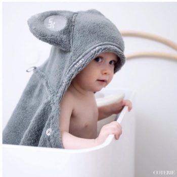 Tyylikäs ja suloinen pyyhe lapsille! Luin Span pehmeä viittapyyhe on näppärän mallinen ja pyyhe pysyy liikkuvaisenkin lapsen päällä kätevän nepparin ansiosta.