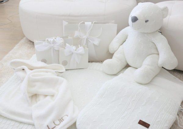 Nanna Karalahti valitsi pojalleen Baby's Onlyn kudotun jättinallen raikkaan valkoisessa sävyssä!