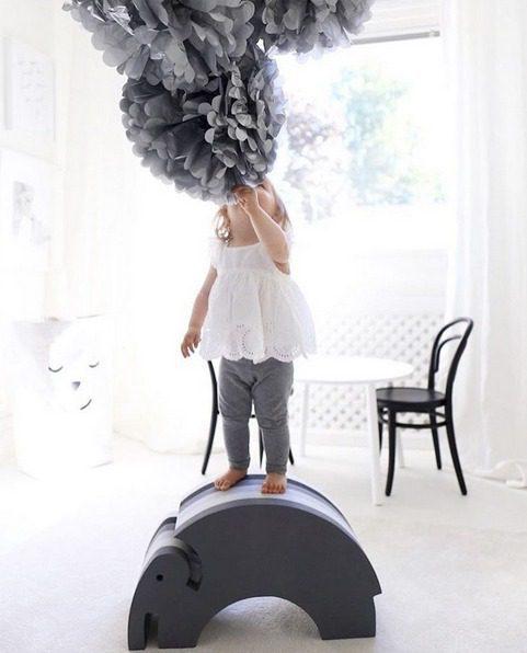 Kun haluat hankkia lapsille jotain pitkäikäistä, tasapainoa kehittävää ja liikunnallista -osta kotiin muutama bObles-temppuhuonekalu. Näiden päällä jo pienikin vauva voi kiipeillä, hyppiä ja keinua myös sisätiloissa. Lapsesi kehonhallinta kehittyy nopeammin ja se antaa hyvän pohjan mille tahansa liikuntaharrastukselle myöhemmin.