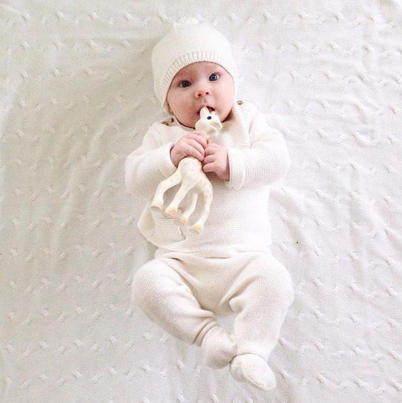 Baby's Onlyn suurikokoinen Chenille vauvanviltti on lastenhuoneen helmi. Valkoinen väri on aina raikas valinta!