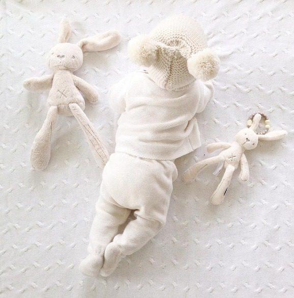 Mamas&Papas Millie -pupupehmo on suloinen halikaveri vauvalle ja ihana lahja vastasyntyneelle!