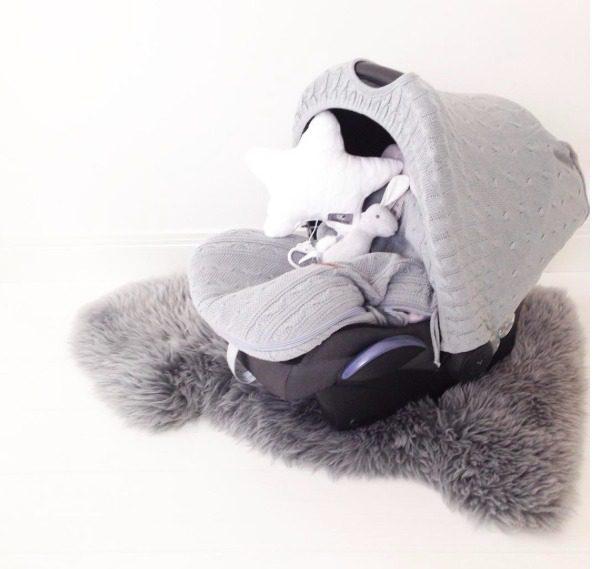 Baby's Only turvakaukalon kuomun avulla saat vauvan suojaan ympäristön hälyltä, liialliselta auringon paahteelta, pieneltä sateelta ja tuulelta. Baby's Only kuomu tekee turvakaukalosta rauhallisemman pienelle vauvalle.