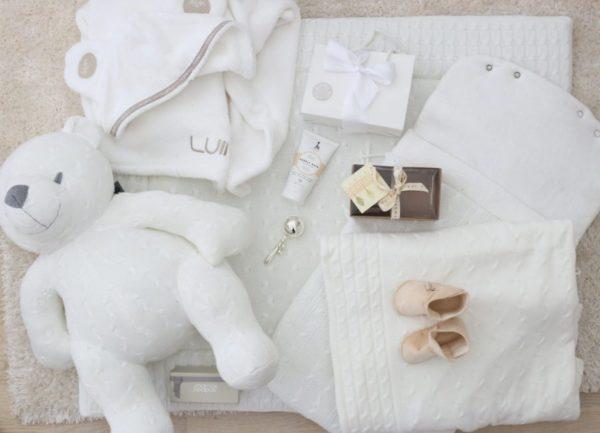 Baby's Only valkoinen kudottu torkkupeitto sopii monenikäisellle lapselle