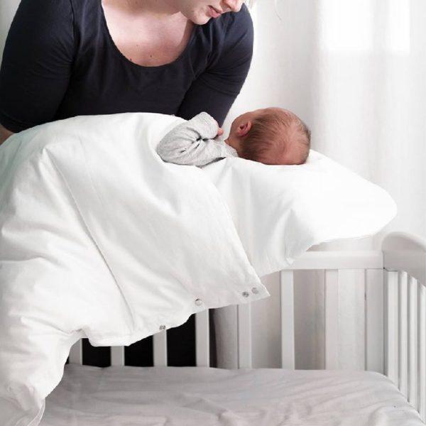 Baby Wallaby Ensipeiton avulla vauva on helppo siirtää syötön jälkeen takaisin omaan sänkyyn vauvan heräämättä. Tämä peitto auttaa vauvaa nukkumaan rauhallisemmin ja pidempiä unia.