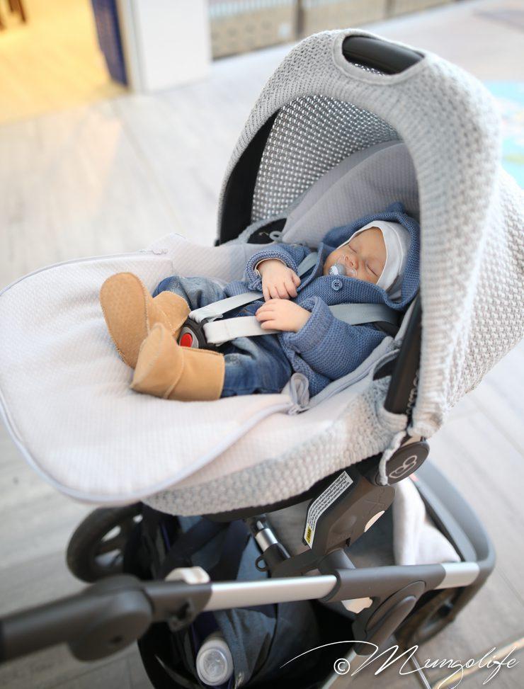 Baby's Onlyn kevytlämpöpussin sisälle vauvalle voi pukea vähemmän päälle ja sisätiloissa lämpöpussin kannen saa täysin irti, jotta vauvalle ei tule kuuma.