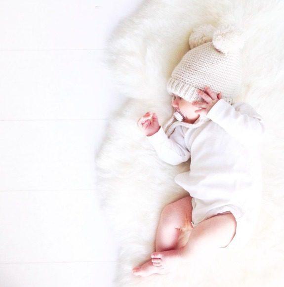 Villa on upea luonnonmateriaali vauvaperheeseen! Taljaa voi käyttää päivittäin pienen vauvan alustana myös leikkimatolla, sohvalla, lattialla ja esimerkiksi vaunukopassa pehmusteena. Vauvat rakastavat lämpöä ja vaunukopassa talja lämmittää suloisesti ulkoilulenkeillä tai vauvan päiväunilla. PikkuVaniljan taljoissa ei ole käytetty kromia, joka on haitallista terveydelle.