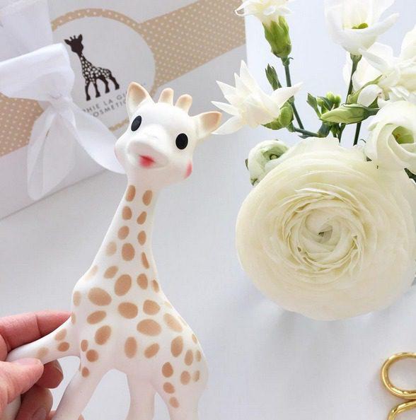Sophie the giraffe kirahvipurulelu vauvalle helpottaa hampaita tekevää ja itkuista vauvaa