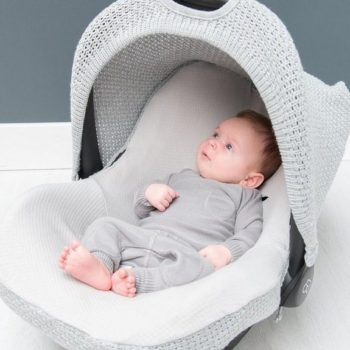 Näillä lisätarvikkeilla teet vauvasi turvakaukalosta vielä vähän paremman! Baby's Onlyn suojaava kuomu ja vauvan turvakaukalon päällinen uudistavat turvakaukalon hetkessä ja tekevät kaukalosta suojaisan pienelle vauvalle.
