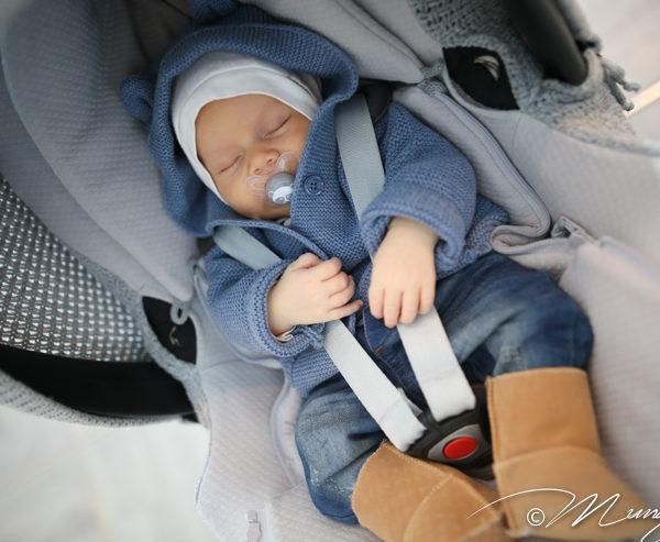 Baby's Onlyn suojaavan kuomun ja päällisen avulla saat turvakaukalosta suojaisamman ja rauhallisemman paikan siinä matkustavalle vauvalle