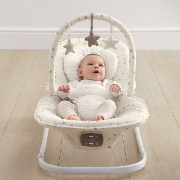 Mamas&Papas Wave Rocker vauvan keinusitteri sopii vauvalle vastasyntyneestä lähtien.