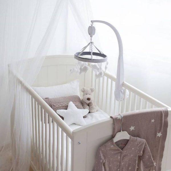 Teddykompaniet Teddy Cream beige koiranpentu sulostuttaa vauvan sängyn tai lastenhuoneen sisustuksen!