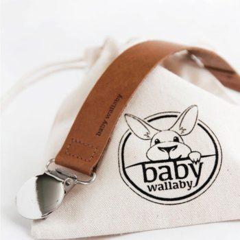 Baby Wallaby nahkaisen Tuttinauhan avulla kiinnität tutin tyylikkäästi vauvan päivän asuun!