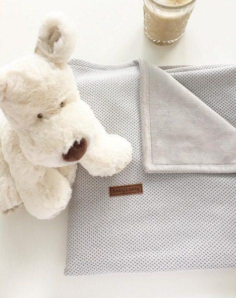 Suloinen vauvanviltti on ihana lahja tuoreelle vauvaperheelle. Laadukas viltti kestää hyvin käyttöä ja sopii kauniisti sisustukseen!