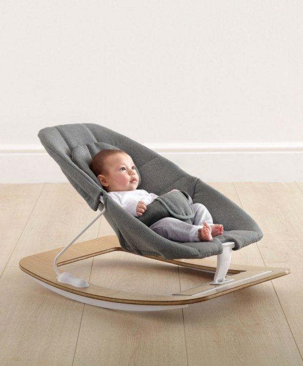 Todella tyylikästä sitteriä on ilo pitää esillä keskellä olohuonetta! Vauvaa voidaan rauhoitella joko sitterin keinuliikkeellä tai hytkymisominaisuudella.