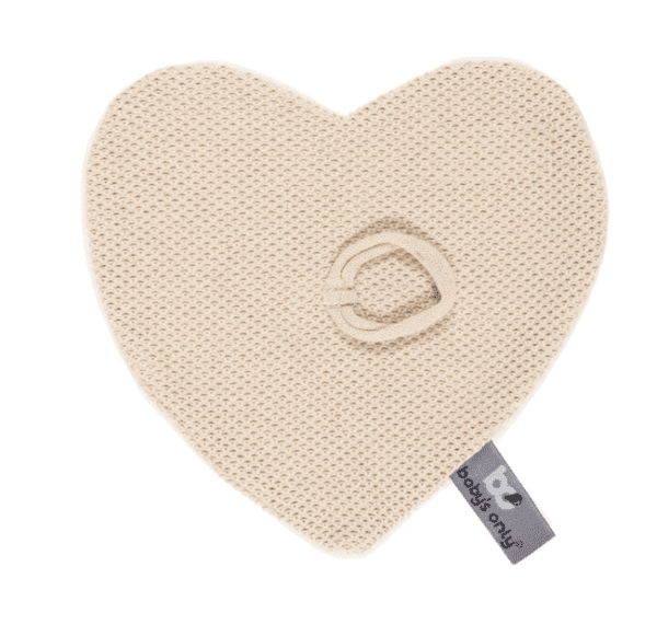 Baby's Only Classic vauvan tuttiuniriepu Tämä kaunis uniriepu on nerokas keksintö! Unirievun keskelle saat kiinnitettyä vauvan tutin, jolloin se on helppo löytää kesken unienkin. Vauvat rakastavat näpertämistä nukahtaessaan ja uniriepu tuo turvaa yhdessä tutin kanssa. Uniliina on toiselta puolelta kaunista sileää neulosta ja toiselta puolelta silkinsileää pehmoleluista tuttua kangasta. Tästä uniliinasta pienet sormet saavat hyvän otteen.