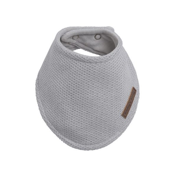 """Pienten tyylikkäässä pukeutumisessa vauvojen huivit ovat nopeasti tehneet läpimurron. Baby's Only huivi on todella mainio asuste, sillä se """"kerää"""" kuolan ja pulautukset, jolloin vauva välttyy epämukavan märiltä paidoilta ja ylimääräisiltä vaatteidenvaihdoilta."""