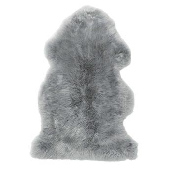 Skinnwillen lampaantalja on hienoa, pehmeää villaa, joka tuntuu sileältä ihoa vasten. Se ei kutita karhean villan tavoin -päinvastoin: villa on erinomainen valinta myös herkkäihoisille tai allergisille vauvoille. Taljaa voi käyttää päivittäin pienen vauvan alustana myös leikkimatolla, sohvalla, lattialla ja esimerkiksi vaunukopassa pehmusteena. Vauvat rakastavat lämpöä ja vaunukopassa talja lämmittää suloisesti ulkoilulenkeillä tai vauvan päiväunilla.