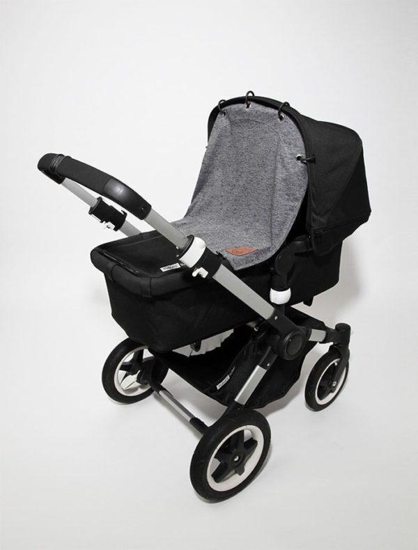 Baby Wallabyn klassisen tummanharmaan vaunuverhon avulla saat nukkuvan vauvan suojaan tuulelta, liikenteen melulta sekä saasteilta. Vaunuverho toimii myös aurinkosuojana vauvan herkälle iholle. Tyylikästä suojaverhoa voit käyttää vaunukopassa, rattaissa ja turvakaukalossa.