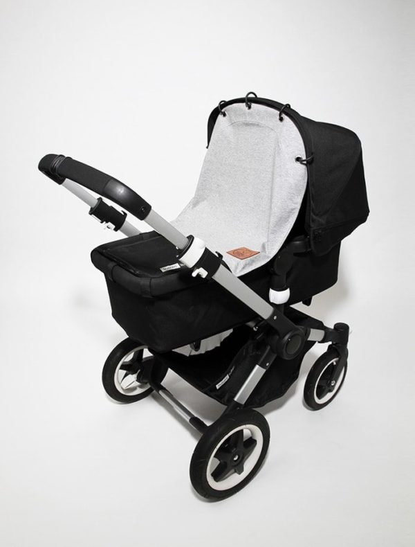 Baby Wallabyn klassisen vaaleanharmaan vaunuverhon avulla saat nukkuvan vauvan suojaan tuulelta, liikenteen melulta sekä saasteilta. Vaunuverho toimii myös aurinkosuojana vauvan herkälle iholle. Tyylikästä suojaverhoa voit käyttää vaunukopassa, rattaissa ja turvakaukalossa.