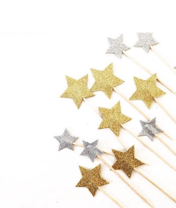 Nämä tähdenmuotoiset coctailtikut ovat kaunis pieni yksityiskohta cup cake -leivosten päälle, jätskiannoksiin tai muihin juhlapöydän pieniin tarjottaviin. Tähtiä voi käyttää myös kakun koristelussa.