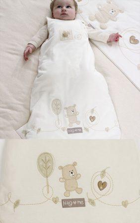Natures Purest Hug Me unipussi vauvalle 0-6kk. Suloinen unipussi estää pieniä jalkoja palelemasta, koska ne ovat turvallisesti pussin sisällä koko yön. Unipussin käyttäminen estää jalkoja myös juuttumasta pinnasängyn väleihin. Ihanteellinen vauvalle, joka potkii peiton pois tai nukkuu muuten levottomasti. Monet vauvat nukkuvat rauhallisemmat ja pidemmät yöunet pussin sisällä, joten kannattaa ehdottomasti kokeilla unipussia, jos teillä kärsitään uniongelmista.