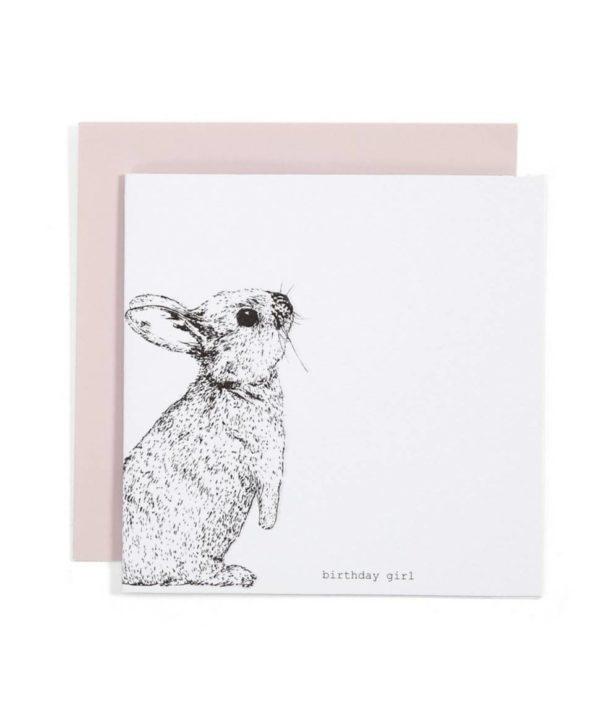 """Ihana mattapintainen valkoinen kortti, jossa tummanharmaa pupu reunassa ja alalaidassa """"Birthday Girl"""" -teksti. Sisäpuolelta kortti on valkoinen ja tekstitön, mukana tulee vaaleanpunainen kirjekuori."""