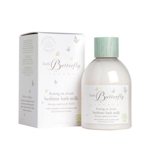 Little Butterfly London kylpymaito vauvalle. Kauniissa pullossa oleva mieto ja rauhoittava kylpymaito sopii käytettäväksi kaikenikäisille lapsille vastasyntyneestä lähtien. Luonnollisesti ja keveästi appelsiinin tuoksuinen kylpymaito on koostumukseltaan silkkisenpehmeää ja hoitaa lapsen ihoa hellästi. Unelmankevyt, maitomainen kylpytuote on täydellinen valinta vauvan ensimmäisiin kylpyhetkiin!