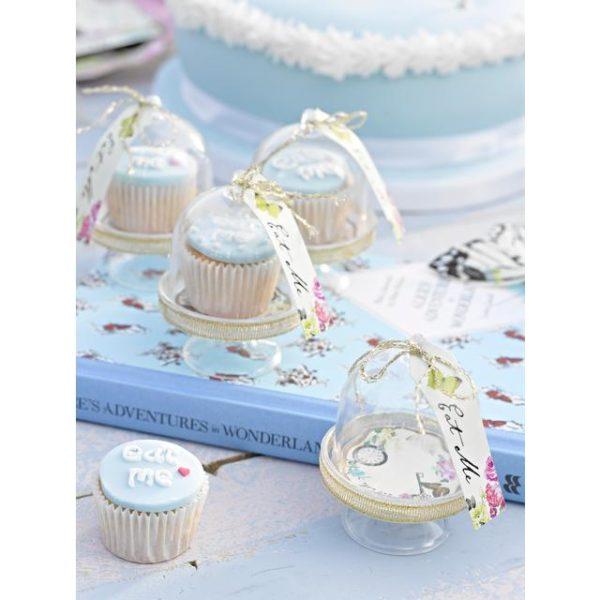 Minikakkukupusetti kultaisilla yksityiskohdilla 6 kpl Tässä herkän suloisessa setissä on 6 kpl minikokoista kakkukupua, jonka sisälle voi laittaa kauniisti esille pienet herkut: minicupcake-leivokset, konvehdit tai vaikka vaahtokarkit! Kakkukuvun päällä on pahvinen kortti, johon voit kirjoittaa ylös juhlavieraan nimen.