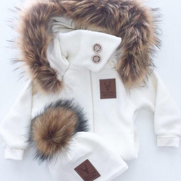 Line Biagio valkoinen tupsupipo 0-4 v. Italialais-norjalaisen suunnittelijan oman malliston upea valkoinen lastenpipo tekoturkistupsulla. Tämä suloinen pipo on vilkkunut monen kaunottaren instagramissa tänä vuonna, vihdoinkin se on saatavilla myös Suomesta!