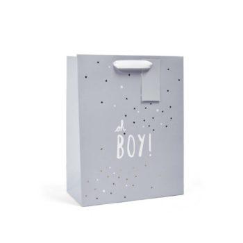 """Mamas&Papas vaaleanharmaa lahjakassi Oh Boy! Tähän tyylikkääseen lahjakassiin kätket ihanat lahjat pienelle pojalle helposti, mutta kauniisti! Lahjakassissa on vaaleanharmaa mattapinta, jossa valkoisella teksti """"Oh Boy!"""". Lahjakassia koristavat pienet kultaiset ja valkoiset tähdet."""