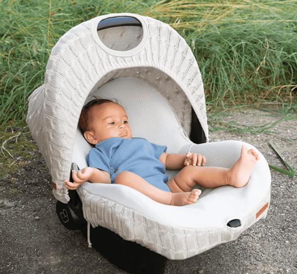 Baby's Only kuomu vauvan turvakaukaloon Turvakaukalon kuomun avulla saat vauvan suojaan ympäristön hälyltä, liialliselta auringon paahteelta, pieneltä sateelta ja tuulelta. Baby's Only kuomu tekee turvakaukalosta rauhallisemman pienelle vauvalle ja tämä kuomu onkin peittävämpi kuin useimpien turvakaukalomerkkien omat kuomut.