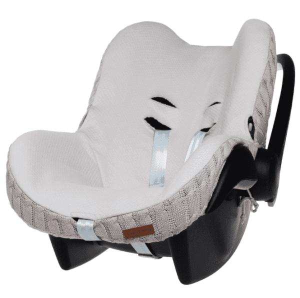 Baby's Only päällinen vauvan turvakaukaloon Silkkisen sileä ja pehmeä turvakaukalon päällinen tekee vauvan matkustamisesta miellyttävää. Kangas tuntuu mukavalta eikä hiosta kuten turvakaukalon omat kankaat usein tekevät. Päällinen on helppo tapa uudistaa turvakaukalon ilmettä ja konepesumahdollisuus ilahduttaa pulautusvahingon sattuessa.