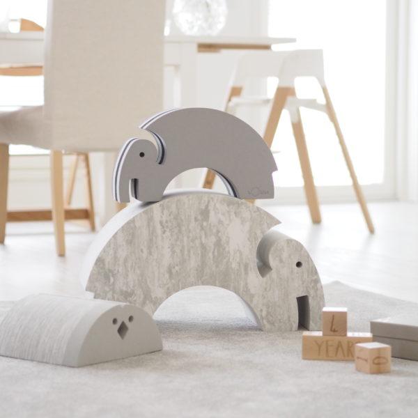 bObles pieni Elefantti harmaa Supersuositusta bObles Elefantista löytyy nyt myös tämä pienempi versio eli pikku-Elefantti! bOblesit ovat uudenlaisia liikunnalliseen arkeen kannustavia leikkihuonekaluja kaikenikäisille lapsille. Lapset rakastavat näitä hauskoja otuksia ja temppuilevat niiden päällä mielellään.