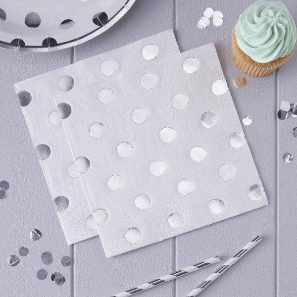 Hopeapilkullinen servetti juhlapöytään Monenlaisiin juhliin kauniisti sopivat lautasliinat hopeisilla yksityiskohdilla! Näissä serveteissä on kiiltäviä hopeisia pilkkuja.
