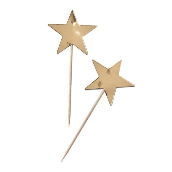 Party tikut kiiltävät kultaiset tähdet Nämä tähdenmuotoiset coctailtikut ovat kaunis pieni yksityiskohta cup cake -leivosten päälle, jätskiannoksiin tai muihin juhlapöydän pieniin tarjottaviin. Tähtiä voi käyttää myös kakun koristelussa.