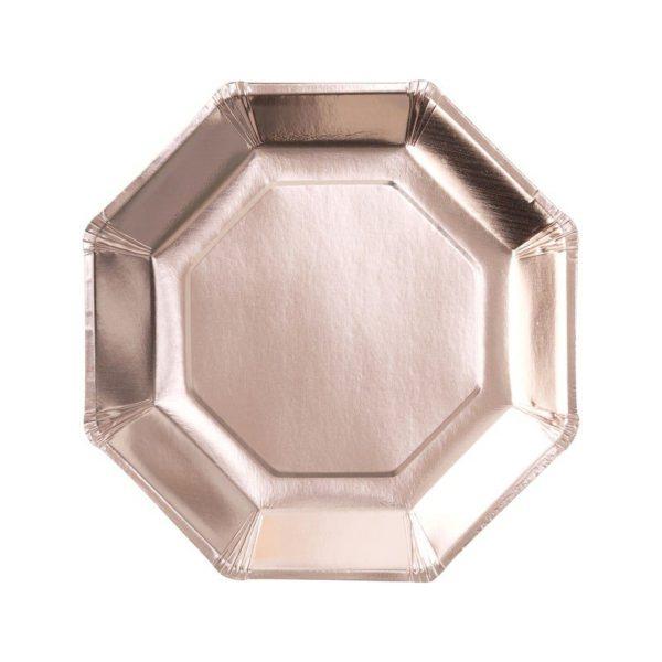 Ruusukultainen kulmikas kertakäyttölautanen Upeissa ruusukultaisissa paperilautasissa on tyylikäs muoto ja kiiltävä pinta. Lautaset tuovat juhlapöytään välittömästi tyylikästä tunnelmaa! Nämä lautaset sopivat kauniisti yhteen myös ruusukultapilkullisten lautasten kanssa, jolloin voit kattaa juhlapöytään molempia!
