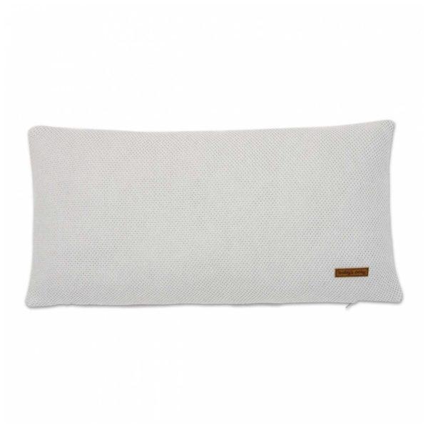 Baby's Only Classic koristetyyny pinnasänkyyn, helmenharmaa Baby's Onlyn ajaton design sopii kauniisti monenlaiseen vauvanhuoneeseen. Vaaleilla sävyillä sisustat vauvalle tyylikkään ja rauhallisen huoneen, jossa on valoisuutta ja modernia ilmettä. Helmenharmaan sävyinen tyyny on toiselta puoleltaan sileää neulosta ja toiselta puolelta pehmeää mikrokuitua. Klassinen tyyny sopii käytettäväksi lapsen huoneessa myös vauva-ajan jälkeen.