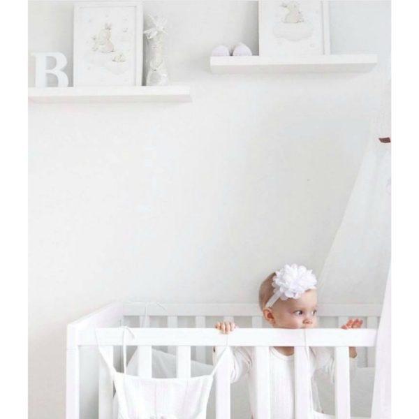Aida Zamora laadukkaat printit lastenhuoneen seinälle tai hyllyn päälle, puput Jo pienet vauvat tykkäävät katsella eläimiä ja lapset rakastavat eläintarinoita ja pörröisiä eläinhahmoja. Siksi moni äiti valitseekin vauvanhuoneen seinälle nimenomaan eläintauluja. Aida Zamoran piirtämät eläintaulut ovat sävytykseltään sellaisia, että ne sopivat lastenhuoneeseen moneksi vuodeksi. Taulut ovat samaan aikaan kauniita ja herkkiä, eläintenkuvat vetoavat monenikäisiin lapsiin.
