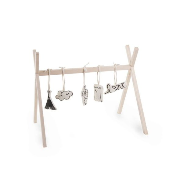 Childhome Tipi Play Gym leikkikaari vauvalle natural Yksinkertaisen tyylikäs puinen leikkikaari, joka sopii etenkin skandinaaviseen sisustusmakuun. Paketti ei sisällä leluja, eli voit ripustaa kaareen vauvasi lempileluja. Leikkikaaren alustaksi sopii leikkimatto tai pehmeä talja.