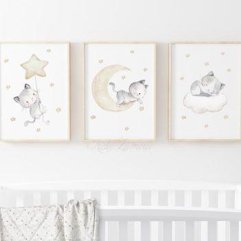 Aida Zamora laadukkaat printit lastenhuoneen seinälle tai hyllyn päälle, kissanpennut Jo pienet vauvat tykkäävät katsella eläimiä ja lapset rakastavat eläintarinoita ja pörröisiä eläinhahmoja. Siksi moni äiti valitseekin vauvanhuoneen seinälle nimenomaan eläintauluja. Aida Zamoran piirtämät eläintaulut ovat sävytykseltään sellaisia, että ne sopivat lastenhuoneeseen moneksi vuodeksi. Taulut ovat samaan aikaan kauniita ja herkkiä, eläintenkuvat vetoavat monenikäisiin lapsiin.