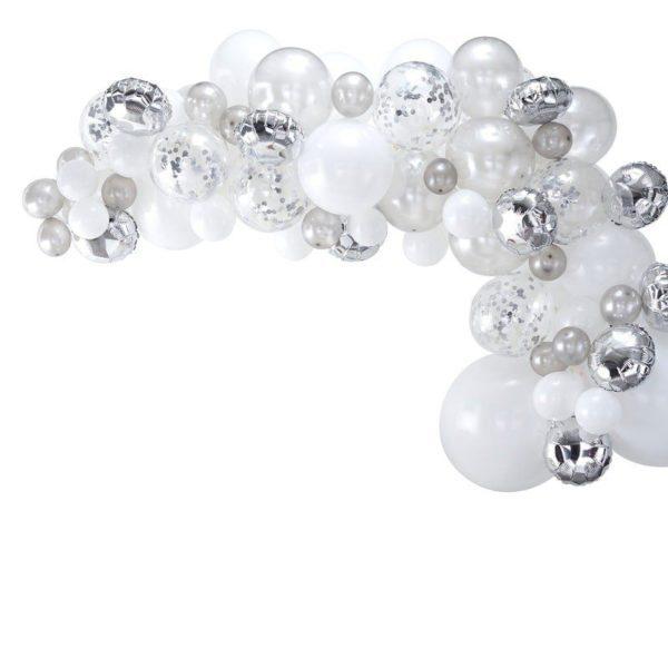 Ginger Ray Balloon Arch Kit ilmapalloköynnös, hopeat ja valkoiset ilmapallot Ilmapallot ovat helppo tapa koristella mitkä tahansa juhlat, mutta kun haluat vieraiden huokaavan ihastuksesta koristelusi nähdessään, kokeile Ginger Ray ilmapalloköynnöstä! Köynnöksen sekaan voit lisätä juhlien tyylistä riippuen esimerkiksi kukkia tai vaikka eukalyptyksen oksia! PikkuVaniljan valikoimasta löydät myös tähän tyyliin sopivat juhlalautaset ja -mukit, paperiset pillit ja servetit.