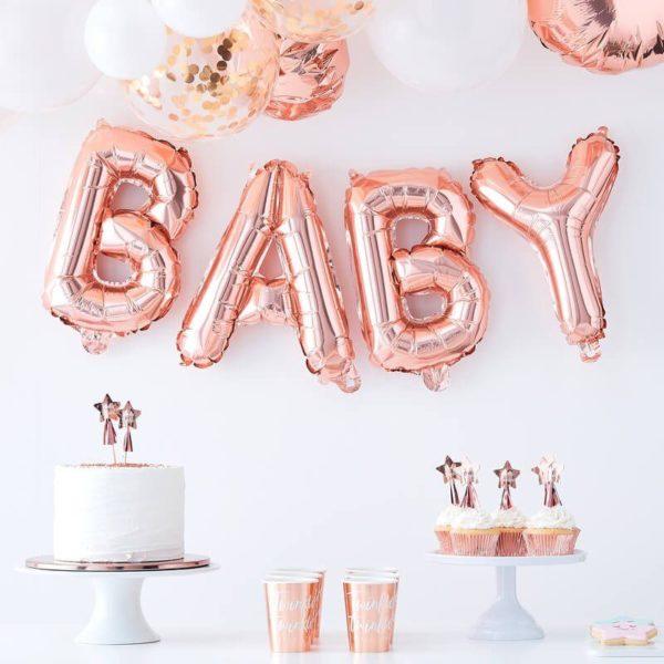 """Ginger Ray ruusukultainen folioilmapalloviiri Baby Upea koristebanneri """"BABY"""" -tekstillä sopii kauniisti vauvan juhliin! Pallot on helppo ripustaa roikkumaan valmiista pienistä rei'istä, mukana tulee nauha, jonka avulla kirjaimista saa helposti muodostettua viirin."""