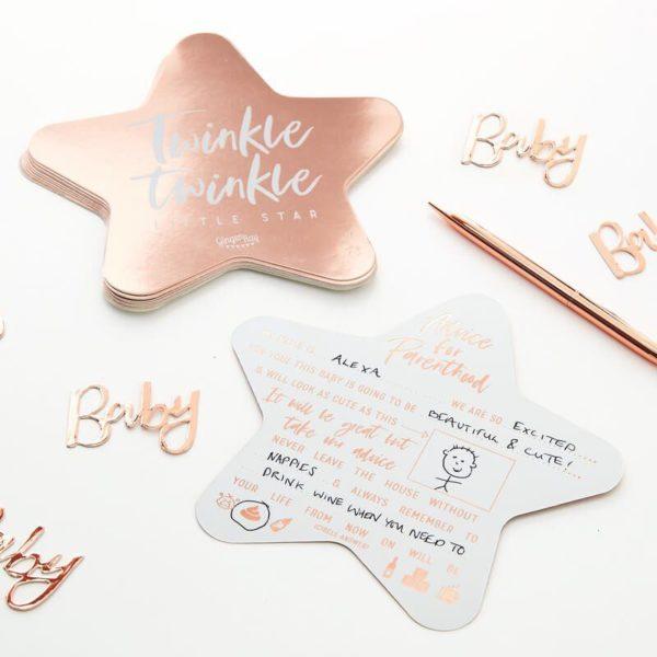 Ginger Ray Baby Shower Advice Cards Twinkle Twinkle, ruusukultaiset ohjekortit tulevalle äidille Hauskana ohjelmanumerona Baby Shower -juhlissa ystävät voivat kirjoittaa näihin tyylikkäisiin kortteihin omat vinkkinsä tulevalle äidille. Korteissa on esitäytettynä tekstiä ja vapaisiin kohtiin voit kirjoittaa omat vinkkisi!