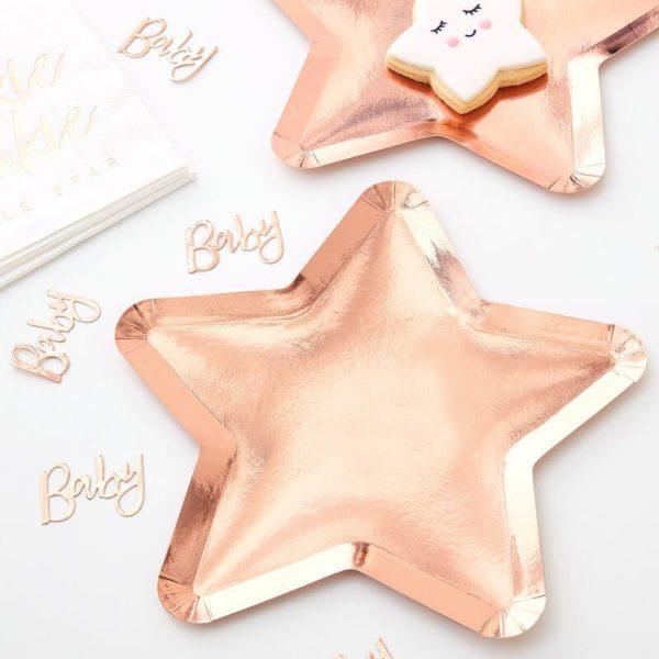 Ginger Ray ruusukultainen tähdenmuotoinen kertakäyttölautanen, TwinkleTwinkle Little Star Upeissa ruusukultaisissa paperilautasissa on tyylikäs tähden muoto ja kiiltävä pinta. Lautaset tuovat juhlapöytään välittömästi tyylikästä tunnelmaa! Nämä lautaset sopivat kauniisti yhteen muiden Twinkle Twinkle Little Star tuotteidenkanssa!