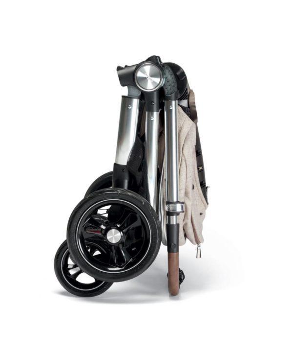 Mamas&Papas Ocarro Moon Dove rattaiden työntöaisa on teleskooppisesti säädettävissä eripituisille työntäjille. Rattaisiin kuuluu vauvan eteen asennettava, helposti irroitettavissa oleva turvakaari, joka on viimeistelty samalla tyylillä kuin työntöaisa. Ocarro rattaissa on turvalliset, pehmustetut 5-pistevaljaat. Ocarro rattaat saa helposti ja nopeasti kasaan, rattaat mahtuvat kasattuna hyvin myös pienemmän auton takapaksiin.